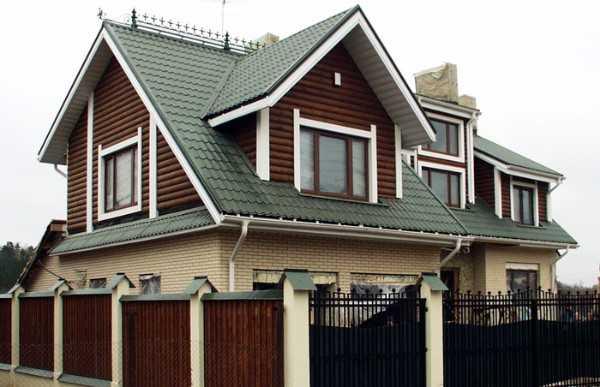 Зелёная металлочерепица на крыше в Севастополе