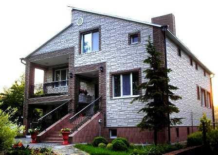 Купить качественные фасадные панели для наружной отделки дома «под камень» и «под кирпич» предлагает по доступной цене в Ялте компания «Рич Стоун»