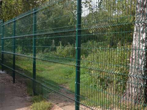 Купить в Симферополе (Крым) сетчатый 3D забор с зелёным полимерным покрытием