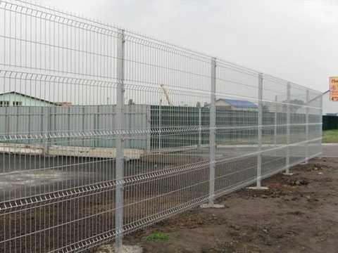 Серый оцинкованный 3Д забор в Евпатории для ограждения стройплощадки