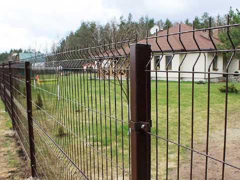 Забор из сетчатых 3D панелей коричневого цвета в Керчи и Феодосии. Ограждение частного дома
