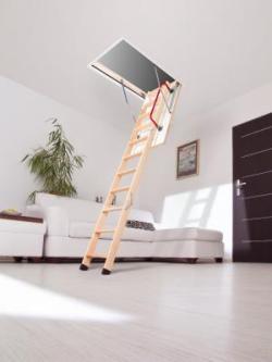 деревянная чердачная лестница на мансарде
