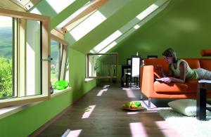 мансардные окна в Евпатории в интерьере загородного дома