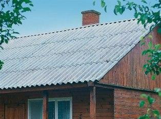 Шифер на крыше дома в Феодосии