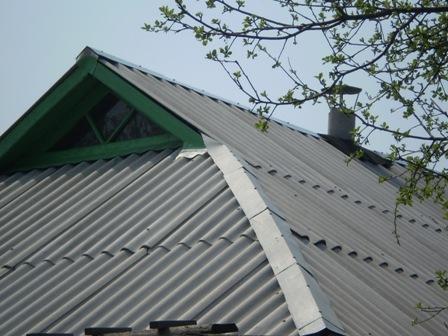 Шифер на крыше дома
