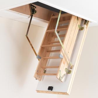 выдвижная деревянная лестница Факро