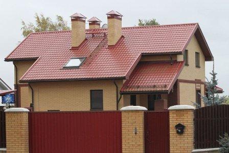 металлочерепица на крыше дома в Советском