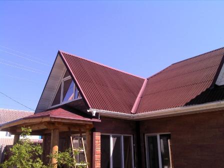 ондулин на крыше дома в Черноморском