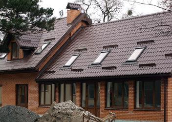 мансардные окна Velux на крыше дома в Красноперекопске