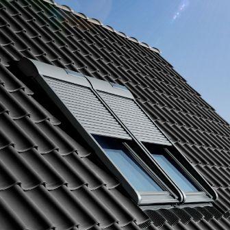 мансардное окно Velux Стандарт на крыше дома