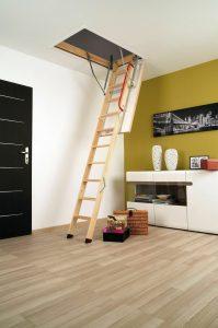 одна деревянная чердачная лестница